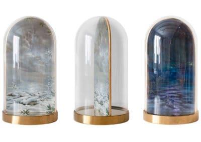 Divine garden, Crypt III • Glasglocke mit Base Chrom. In drei Positionen · Magischer Realismus · Malerei
